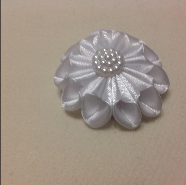 Магнит Цветок №2 белый