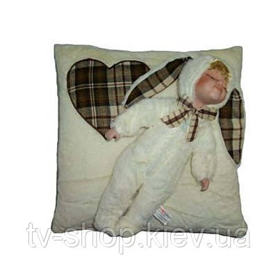Фарфоровый пупс на подушке
