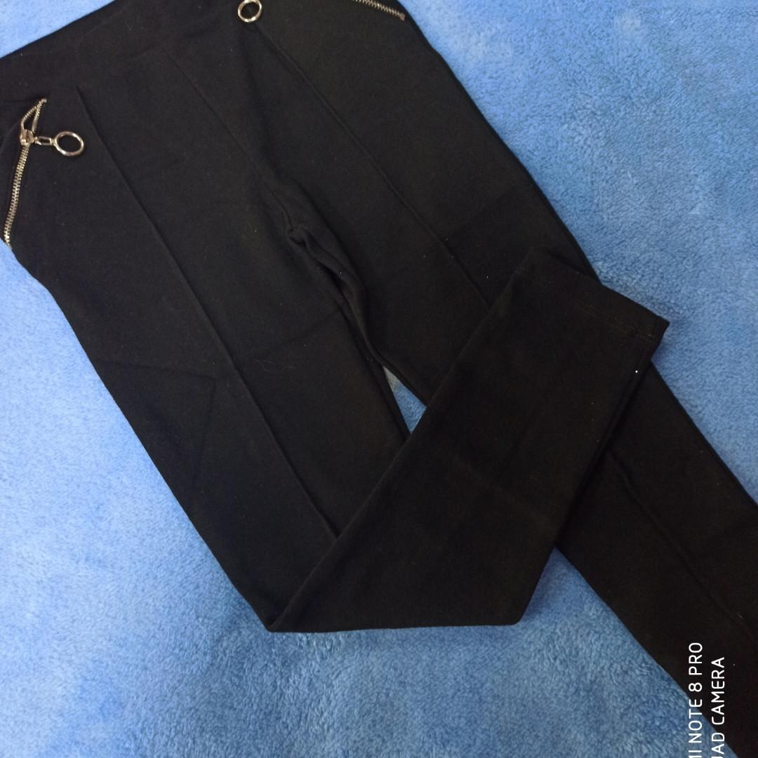 Лосины модные для девочки черного цвета.