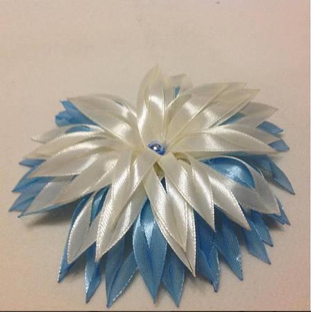 Магнит Георгина бело-голубая