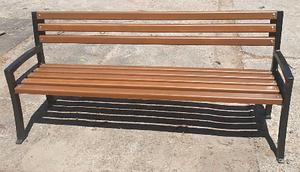 Уличная скамейка садово-парковая Мегасити деревянная 1,8 м на чугунных ножках с подлокотниками