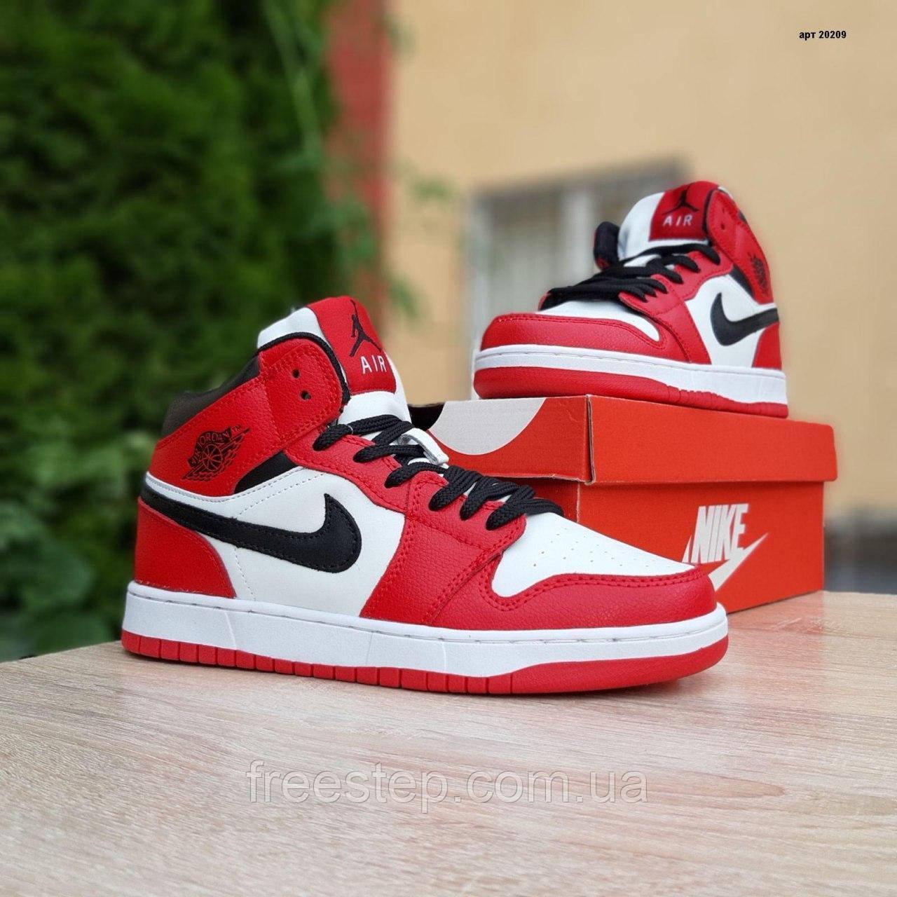 Жіночі кросівки в стилі Nike Air Jordan 1 Retro червоні з білим