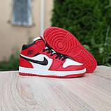 Жіночі кросівки в стилі Nike Air Jordan 1 Retro червоні з білим, фото 3