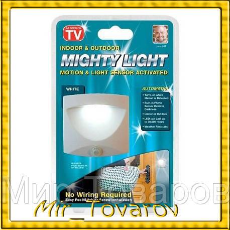 Cветильник с датчиком движения Mighty Light ( беспроводный фонарь, лампа на батарейках)