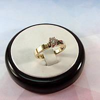 Европейское обручальное кольцо из золота с камнем