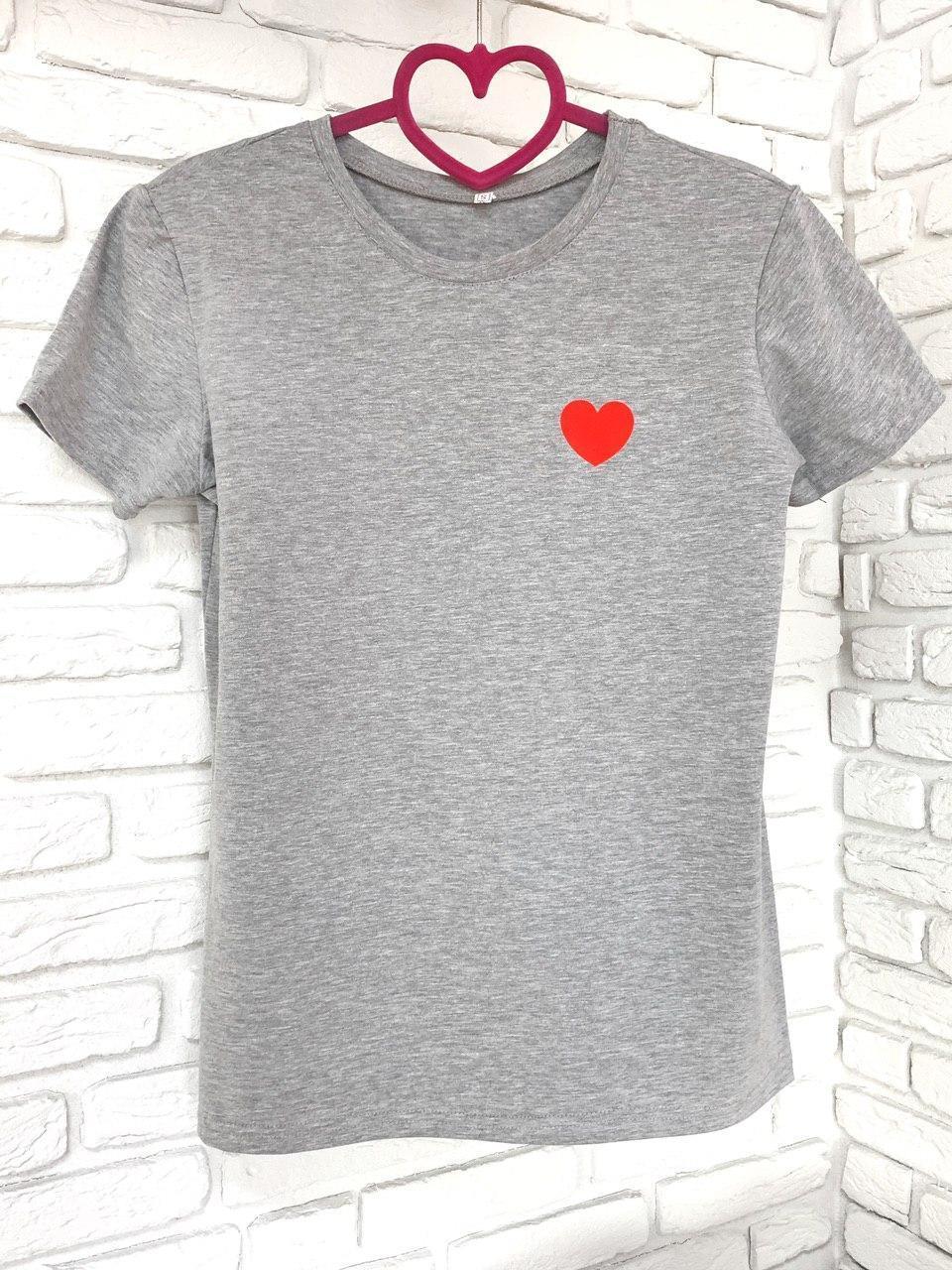 Женская футболка хлопок серая с принтом сердце SKL59-259644