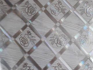 Серебристая роза в квадрате