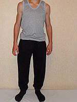 Штаны спортивные детские темного цвета на манжете.