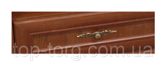 Декоративная ручка на выдвижном ящике комода Людовик