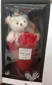 Букет из розы с мишкой в подарочной упаковке