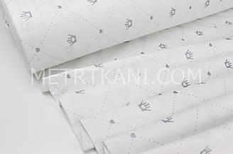 """Тканина ранфорс """"Корони на точкових ромбах з сердечками"""" срібло (гліттер) на білому Туреччина 240 см"""