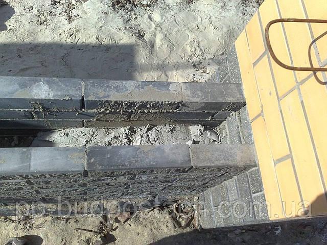 Заливаем цоколь бетоном.