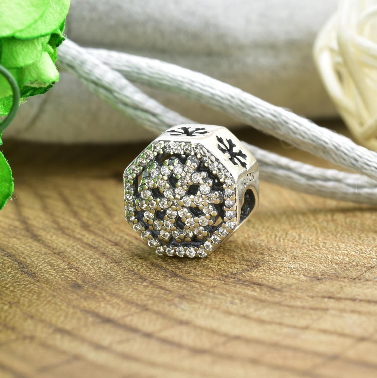 Серебряный шарм 10х10 мм вставка белые фианиты вес серебра 1.93 г