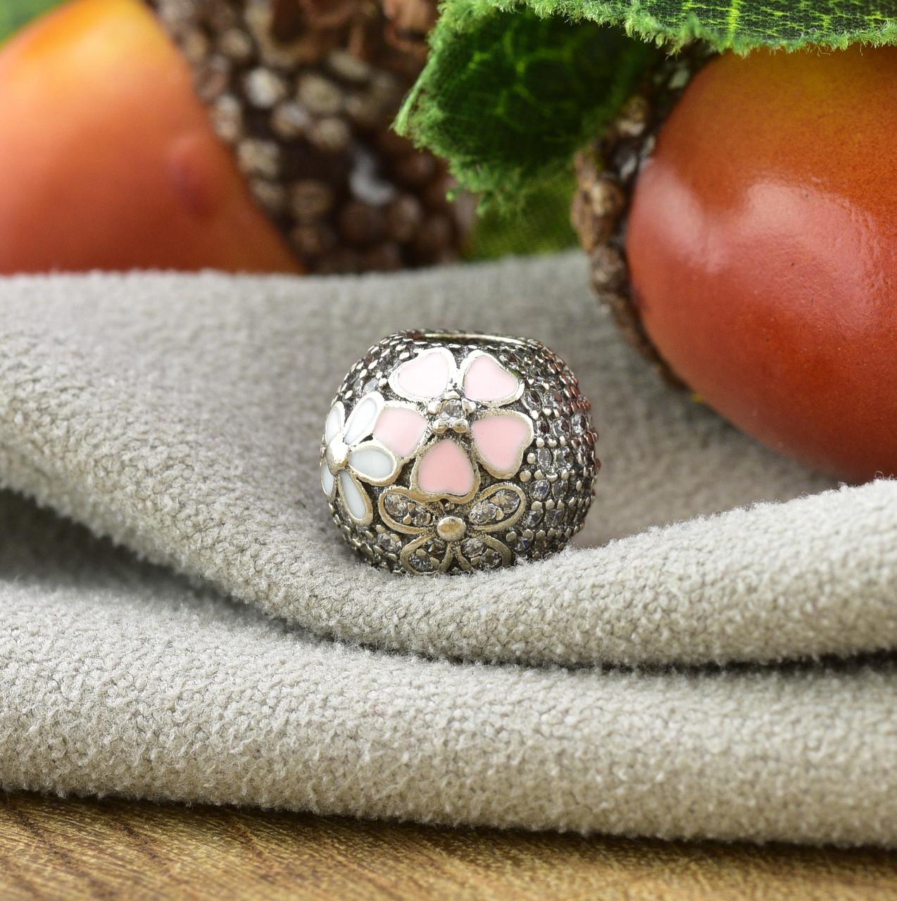 Серебряный шарм 10х9 мм вставка белые фианиты вес серебра 2.62 г