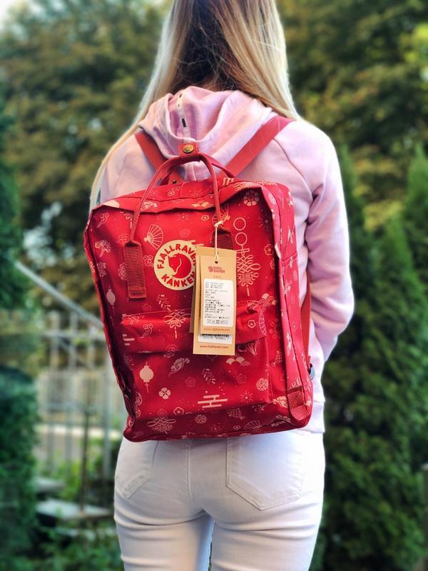 Модный женский рюкзак - сумка красный с рисунками канкен Fjallraven Kanken classic red 16 литров