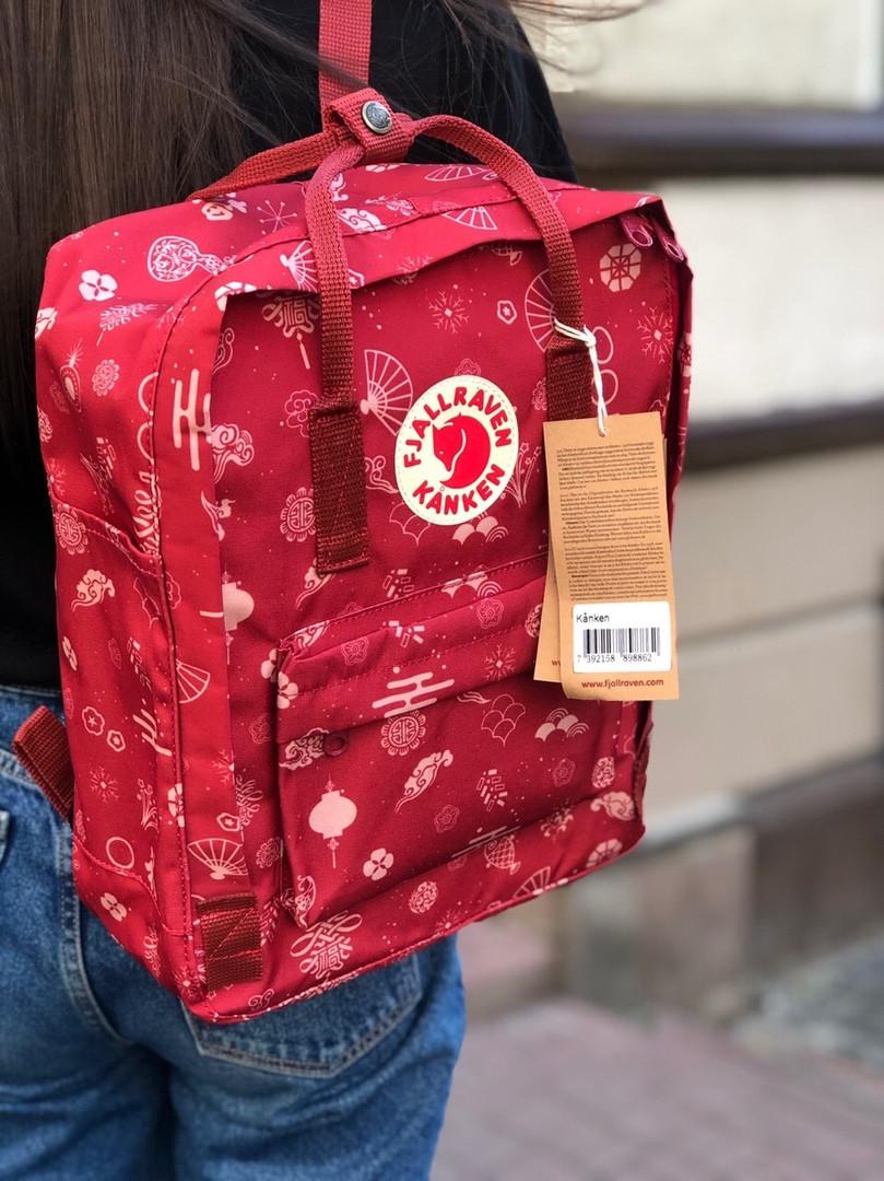 Молодежный рюкзак - сумка канкен Fjallraven Kanken classic red 16 л. красный с принтом