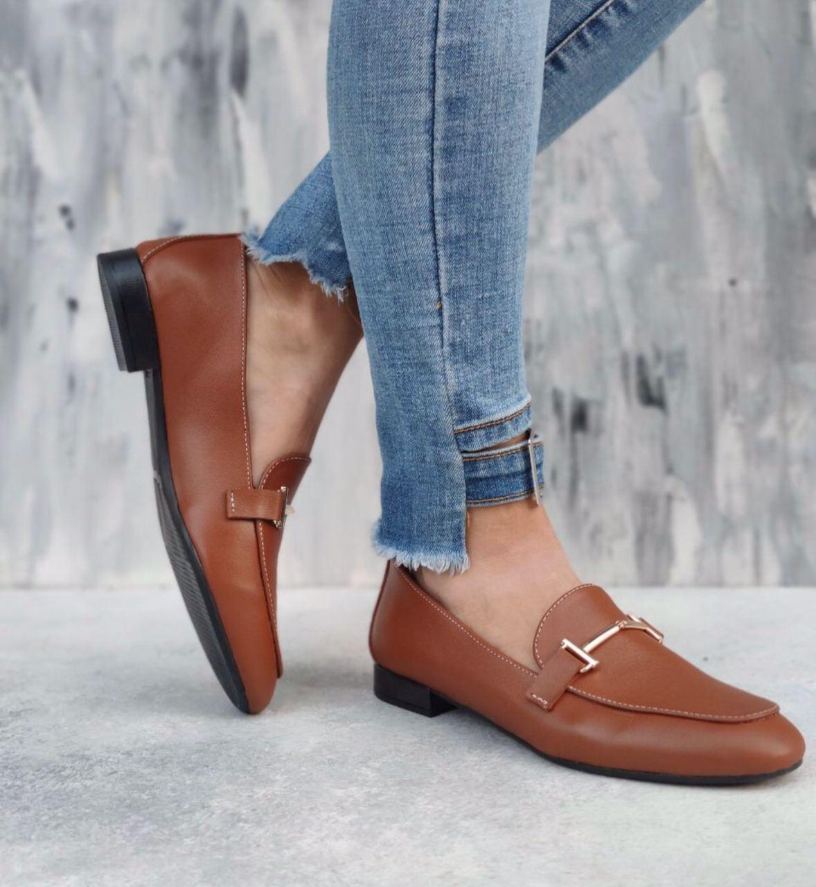 Туфлі лофери жіночі з пряжкою рудого кольору з натуральної Шкіри на низькому каблуці розміри 36-41