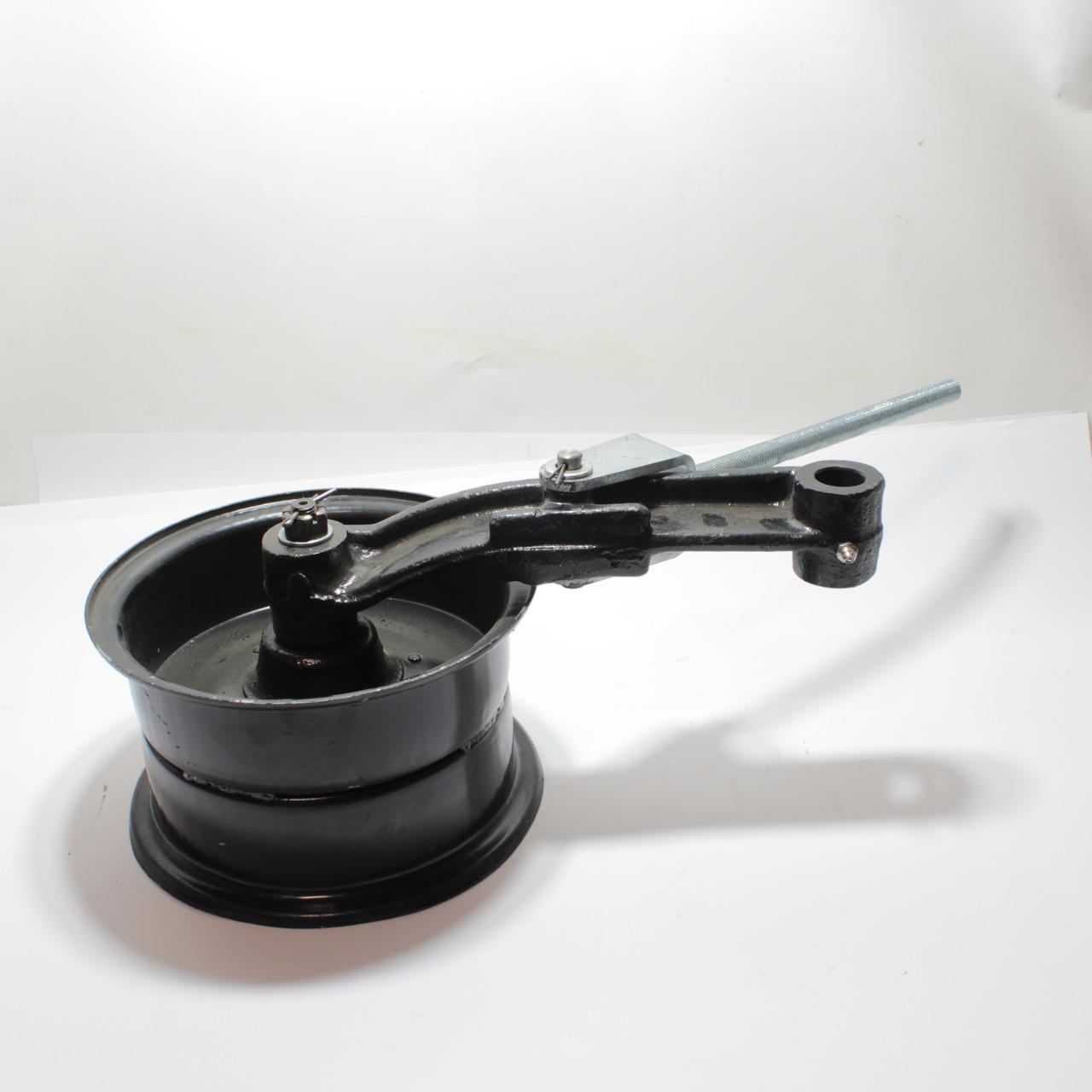 Шкив натяжной привода молотилки с рычагом Нива СК-5 44Б-3-19-01/44Б-3-19-01