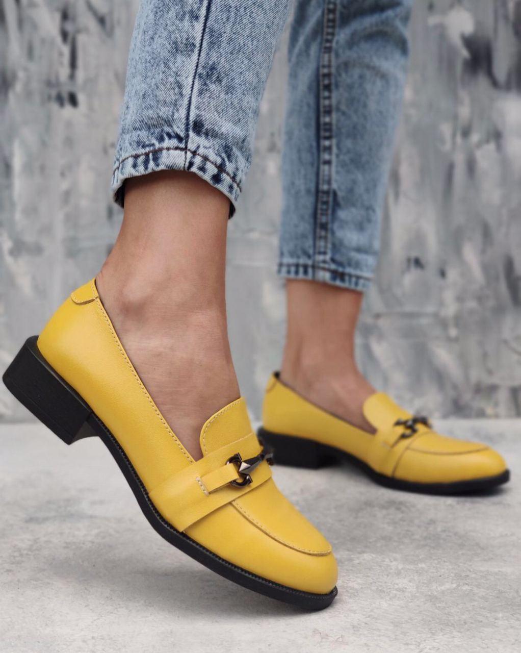 Яркие туфли лоферы из белой натуральной кожи на низком каблуке размеры 36-41