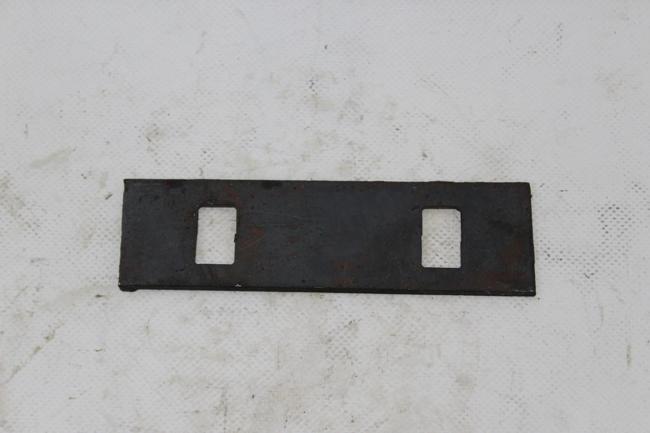 Пластина трения ножа жатки (с квадратным отверстием) ДОН НИВА Р230.00.005