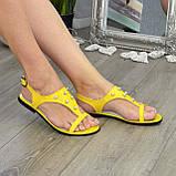Стильные женские босоножки из натуральной желтой кожи декорированы бусинами., фото 2