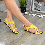 Стильные женские босоножки из натуральной желтой кожи декорированы бусинами., фото 4
