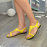 Стильные женские босоножки из натуральной желтой кожи декорированы бусинами., фото 3