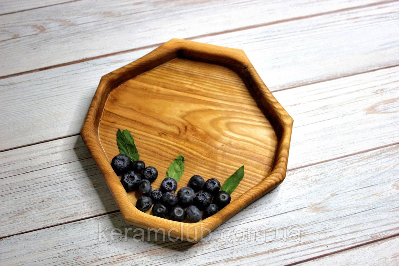 Тарелка ручной работы из цельного дерева 20х20 см