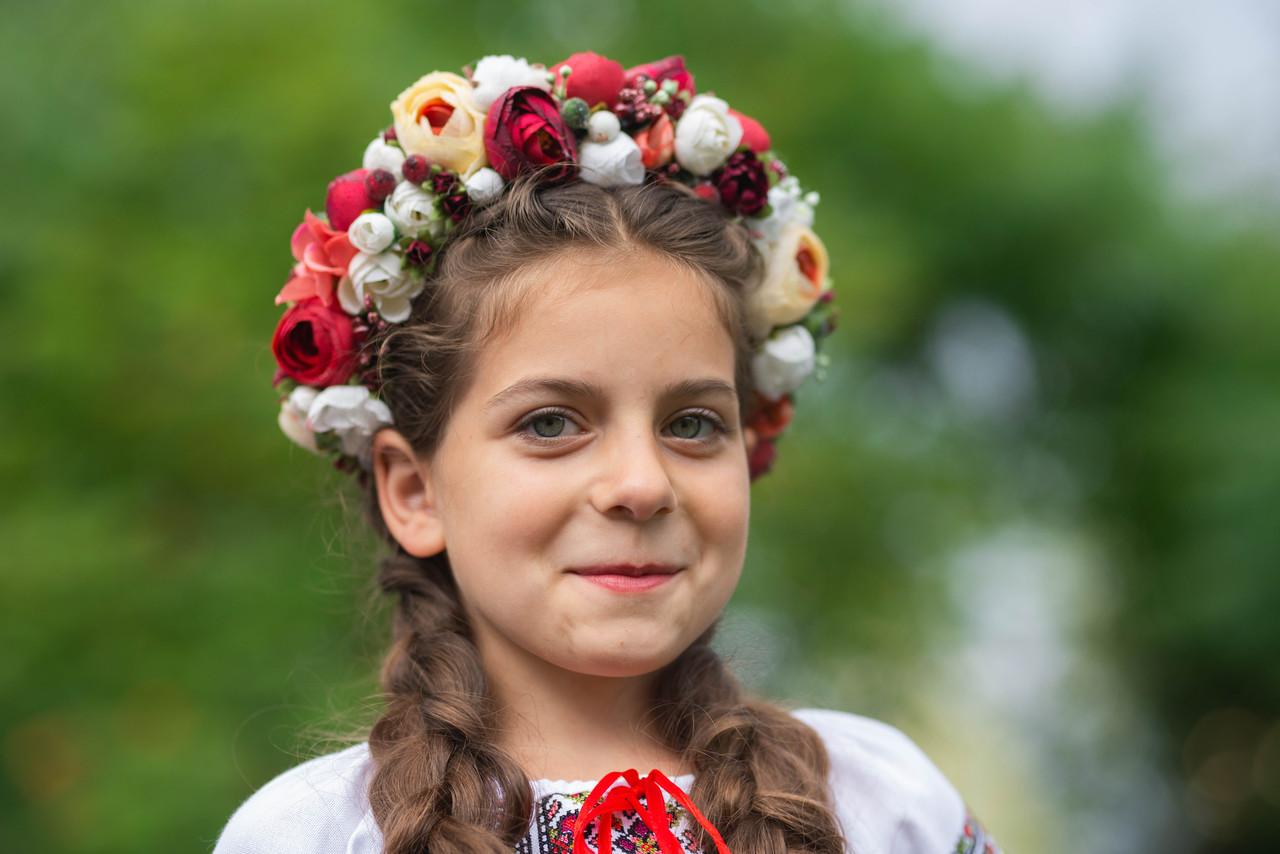 Бежево-бордовий сучасний віночок для дорослих та дітей