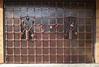 """Ворота гаражные кованые. Эксклюзивная ручная работа. Покраска супер эмалью """"Hammerite"""". Патинирование."""