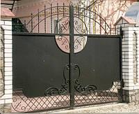 Ворота дворовые с использованием кованых элементов. Возможна доставка и установка.