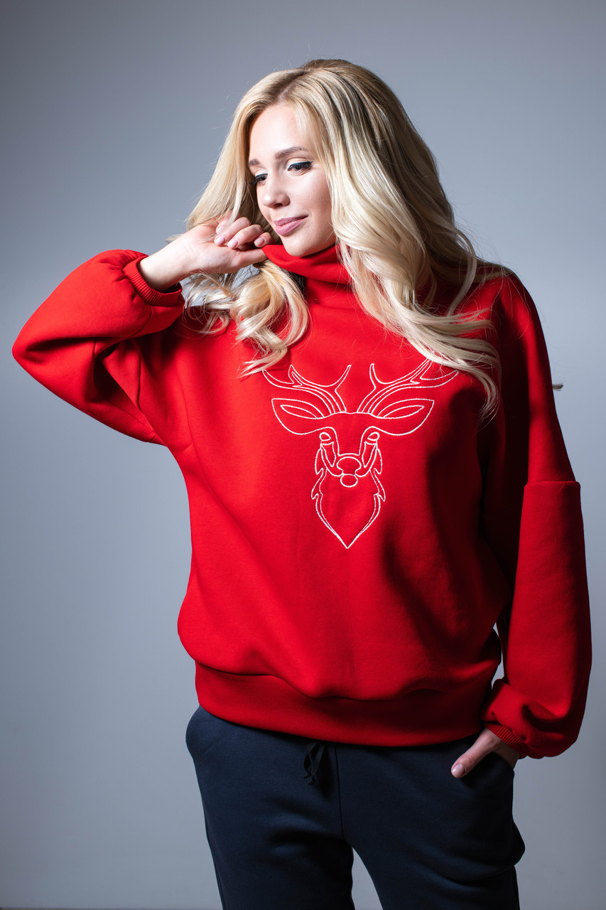 Свитер с оленем женский красный