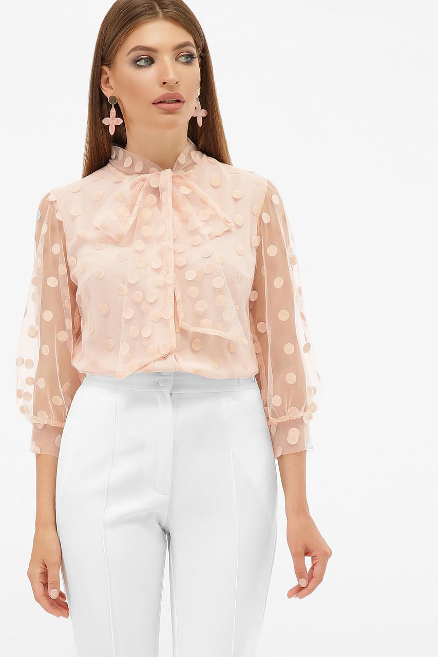 Красивая женская персиковая блузка