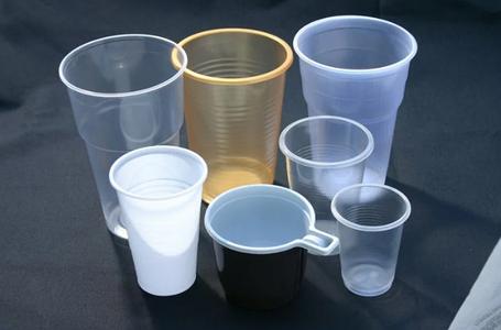 Пластикові склянки