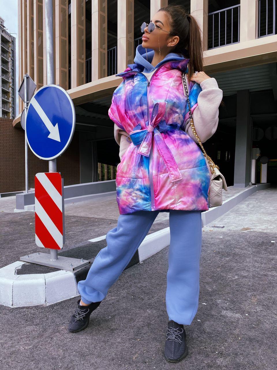 Женская демисезонная плащевая жилетка оверсайз с объемным капюшоном 71zi46