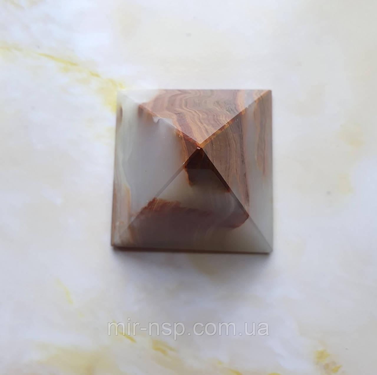 Пирамида из натурального оникса 74*64*64 мм вес 290г