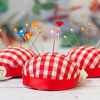 Подушка для голок на руку / колір червоно-білий / діаметр 5,5 см