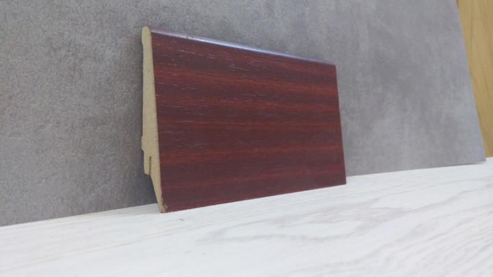 Плінтус підлоговий з МДФ ламінована під дерево Махонь 21*80*2800мм., червоно-коричневий матовий