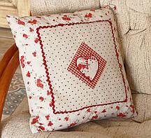 Інтер'єрна стильна квадратна подушка бежева-Сердечко з трояндами