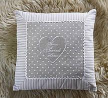 Декоративна лляна квадратна бежева подушка з серцем