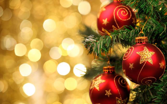 Новогодние игрушки, пакеты и украшения