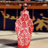 Шифонова сукня у формі кокона з коміром-стійкою в етнічному стилі