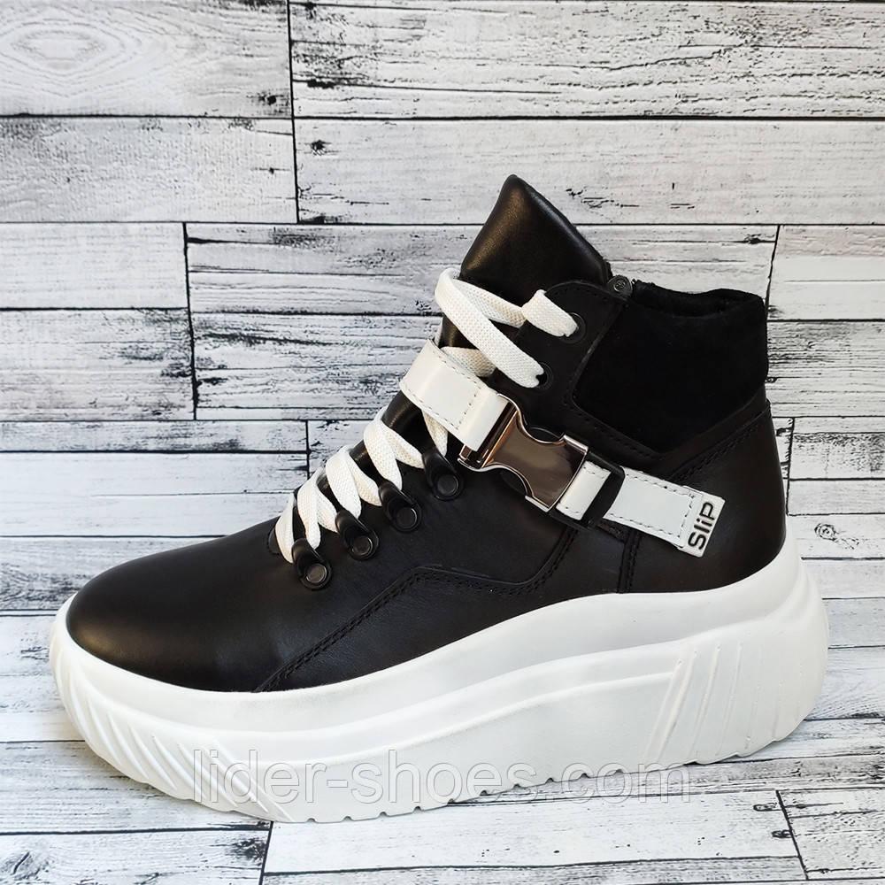 Жіночі черевики на білій платформі
