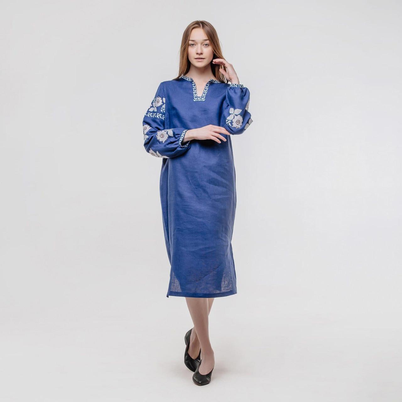 Жіноче плаття з вишитими рукавами Квіти на синьому