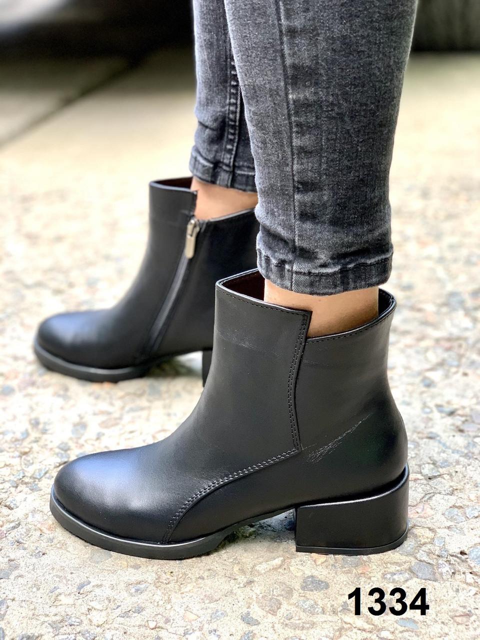 Ботинки женские кожаные черные на каблуке