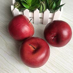 Искусственное яблоко бордовое круглое 8 см.