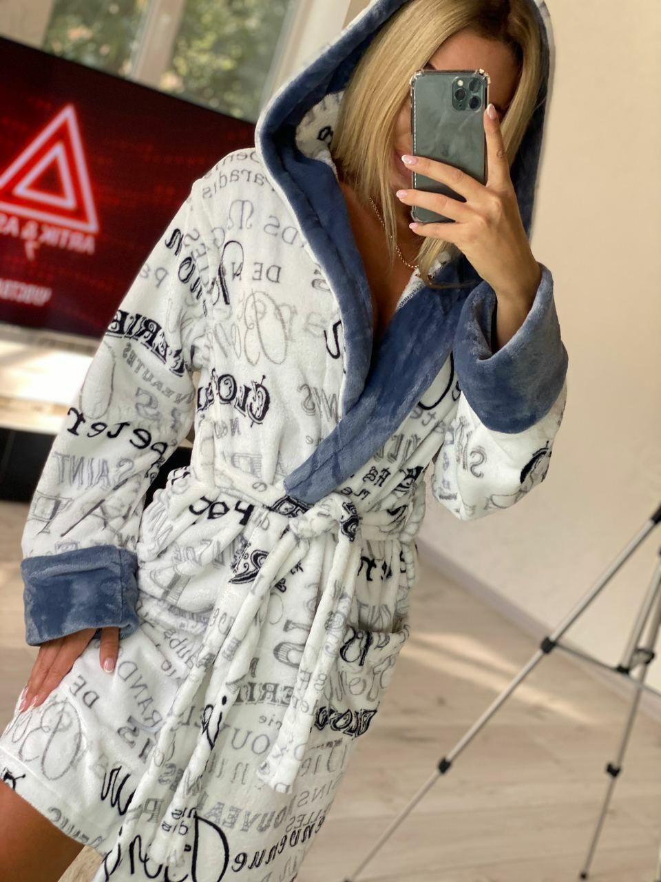 Теплый женский короткий домашний халат с капюшоном