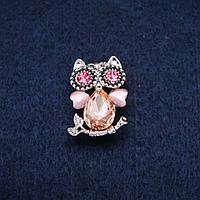 Брошь Сова с кошачим глазом и розовыми кристаллами серебристый металл 19х28мм купить оптом в интернет магазине