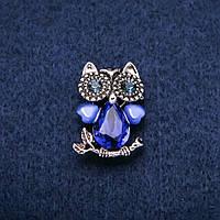 Брошь Сова с кошачим глазом и синими кристаллами серебристый металл 19х28мм купить оптом в интернет магазине