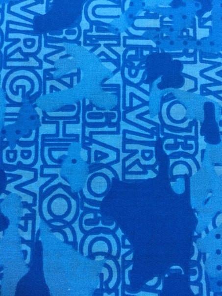 Ткань с синим принтом